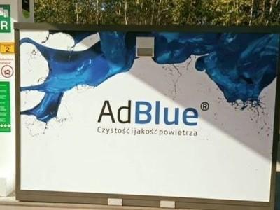 Niebieska reklama AdBlue